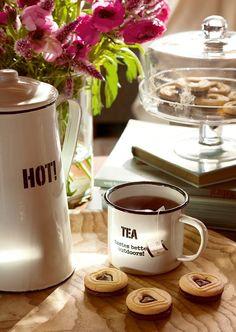 I want that cup and tea pot!!!
