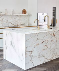 Marble is the centre piece of this modern kitchen design. A large marble island . Marble is the ce Kitchen Room Design, Modern Kitchen Design, Interior Design Kitchen, Modern Kitchen Island, Marble Island Kitchen, Gold Kitchen, Kitchen Tile, Kitchen Cupboards, Cabinets
