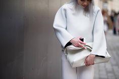 Dicas para você que usa roupas brancas, o total white! - http://www.damaurbana.com.br/dicas-para-voce-que-usa-roupas-brancas-o-total-white/