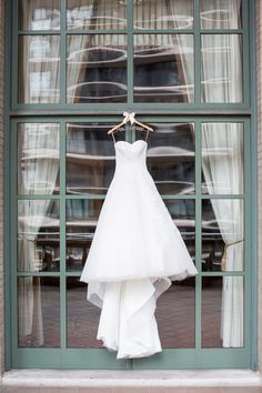 Photography: Kelsey Combe Photography - kelseycombe.com Read More: http://www.stylemepretty.com/2015/03/16/classic-elegant-new-york-city-winter-wedding/