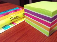Highlighters & post it notes are bae when it comes to note taking. ✒✔