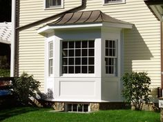 A bay or bow window installation or replacement creates a beautiful aesthetic and adds interior space to your home. Call Rosenello's Windows for an estimate! Exterior Colonial, Exterior Trim, Exterior Design, Modern Window Design, House Window Design, House Design, Bay Window Exterior, House Windows, Bay Windows