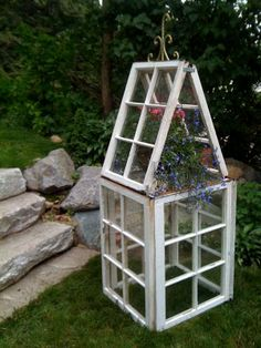 I've been obssessed with old windows forever- this beautiful blog shows how she made this. Any one have old windows they aren't using...