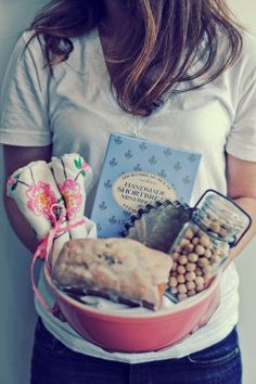 Beka over at Elizabeth Anne Designs put together this adorable gift basket for her mom for Mothers Day! (Photo: Jackie Bayne)