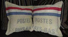Upcycling Deko-Kissen-Set! Kissenbezug aus altem Postsack von mir selbst genäht. Maß ca. 40 x 40 cm. Jeder Postsack hat seinen eigenen Aufdruck, daher ist jedes Kissen ein echtes Unikat! Mehr Infos unter www.flick-schnack.de