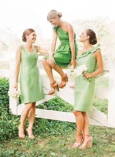 love these bridesmaids in green | Katie Stoops #wedding
