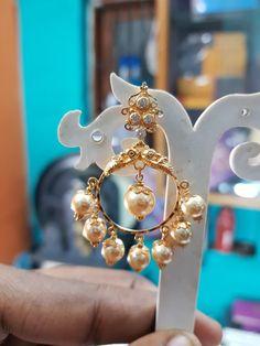 Diamond Chandelier Earrings, Gold Jhumka Earrings, Indian Jewelry Earrings, Gold Bar Earrings, Jewelry Design Earrings, Gold Earrings Designs, Gold Earrings For Kids, Gold Jewelry Simple, Gold Mangalsutra Designs