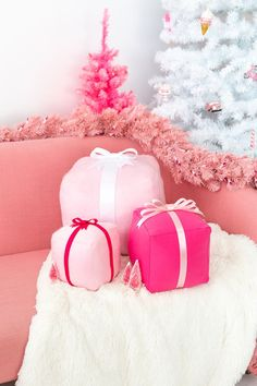 🌟Tante S!fr@ loves this📌🌟 DIY Holiday Present Pillows Shabby Chic Christmas, Victorian Christmas, Vintage Christmas Ornaments, Pink Christmas, Winter Christmas, All Things Christmas, Christmas Holidays, Christmas Decorations, Bohemian Christmas