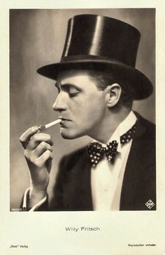 Willy Fritsch, not a Hollywood actor, but he certainly had the Hollywood qualitys Vintage Vogue, Vintage Men, Vintage Fashion, Steampunk Clothing, Steampunk Fashion, Gothic Steampunk, Victorian Gothic, Gothic Lolita, Gothic Fashion
