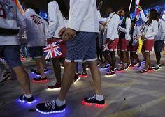 Tênis com luz led: amor ou pavor? Saiba onde comprar essa tendência que ganhou o Brasil nas olimpíadas!
