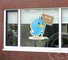 Sticker geboorte raam - vogeltje met naambord jongen