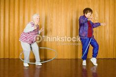 Photo : Two senior women exercising with hula hoops