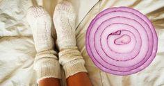Ez történik, ha éjszakára hagymát teszel a zoknidba Onion In Your Sock, What Happens When You, Health Articles, The Hobbit, Leg Warmers, Shit Happens, Sport, Onions, Sleep