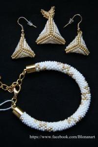 Komplet ślubny bransoletka, kolczyki i zawieszka biały perłowy ze złotym. https://www.facebook.com/Blonanart