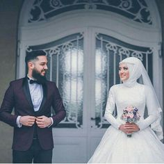 You will find different rumors about the annals of the marriage dress; Muslim Couple Photography, Wedding Photography Poses, Wedding Poses, Wedding Photoshoot, Wedding Couples, Wedding Bride, Foto Wedding, Photography Lighting, Bride Groom