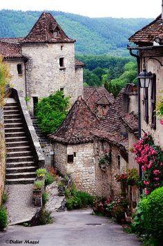 ~~Un beau village de pierre   Ste-Cirq Lapopie, France by didier95~~