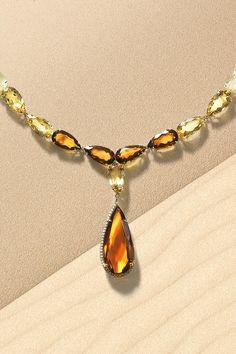 """#Necklace #Blanchet #Handmade #NaturalGemstones #Citrine #Diamonds #Gold #UniqueJewelery. Viete, v čom spočíva mágia dokonalého náhrdelníka Blanchet? V ručne osadených prírodných citrínoch s unikátnou farbou, ktoré sme vybrali doslova na mieru. Aby sme dosiahli wow efekt, skombinovali sme ich s ďalším kameňom – rutilizovaným kremeňom – ktorý obsahuje voľným okom viditeľné čiastočky zlatého rutilu. Zrkadlovo identický efekt drahokamov je dokonalým """"doťukom"""" za týmto majstrovským dielom. Jewelery, Glamour, Chain, Jewlery, Jewels, Jewerly, Schmuck, Necklaces, Jewelry"""