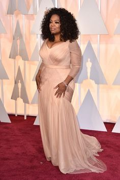 Oprah Winfrey Is Wearing Vera Wang on the Oscars 2015 Red Carpet