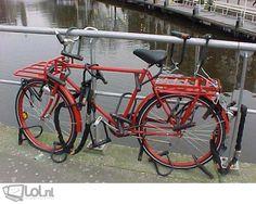 Haha! Zo hoef je niet bang te zijn dat je fiets wordt gestolen ;-)