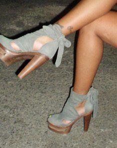 Lovemystyle svart og hvit Stripe Court sko med gule hæl
