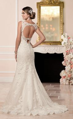This modified fit and flare wedding dress from Stella York boasts and elegant lace an tulle finish over Regency organza with Diamante beading highlighting the bust.