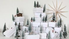 Make this cute advent calendar to count the days until Christmas. It is a miniature winter wonderland with little presents (German) Xmas Crafts, Diy Crafts, Personalised Calendar, Winter Diy, Advent Calenders, Days Until Christmas, Christmas Decorations, Holiday Decor, Christmas Inspiration