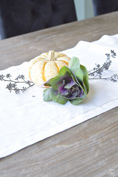 easy-fall-pumpkin-centerpiece-white-linen-table-runner-brass-leaf-candlesticks-dining-room-5