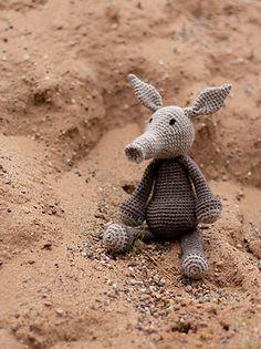 Diy Crochet Amigurumi, Crochet Hooks, Crochet Animal Patterns, Crochet Animals, Edwards Menagerie, Crochet For Beginners, Beginner Crochet, Crochet Videos, Learn To Crochet