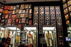 Informações de Graceland, mansão de Elvis Presley: como chegar, valor do ingresso, como é a casa, restaurantes, exposição de carros, lojas, os aviões...