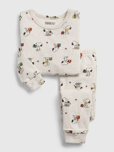 Shop gap's babyGap Snoopy Holiday PJ Set:ozy up and dream on. Snoopy Pajamas, Baby Boy Outfits, Kids Outfits, Kids Nightwear, Kids Pjs, Future Clothes, Kids Fashion Boy, Kids Prints, Baby Kids Clothes