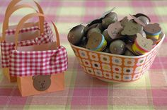 Use paper bags as picnic baskets