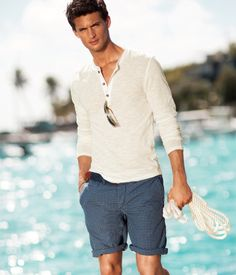 Beach outfit ⓜ men's nice outfits мужская мода y мода. Mens Fashion Blog, Mens Fashion Suits, Male Fashion, Style Personnel, Men Beach, Chelsea, Summer Outfits, Summer Shorts, Men Casual