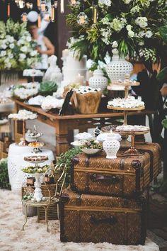 Decoração de casamento na praia em branco e verde - Богемний Стиль - Casamento Ideias Daisy Wedding, Chic Wedding, Rustic Wedding, Dream Wedding, Vintage Wedding Cake Table, Buffet Wedding, Wedding Shot, Wedding Vintage, Wedding Dj