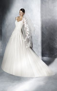 A stunning tulle design with lace and guipure appliqués. Discover JISELLE, a princess wedding dress with a sweetheart neckline and a wide skirt. Wedding Dresses With Straps, Wedding Dresses For Sale, Princess Wedding Dresses, Bridal Dresses, One Shoulder Wedding Dress, Happy Brautmoden, Pronovias, Tulle, Bridal Collection
