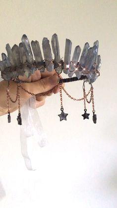 The Atlantis Crown ✵ Mermaid Crystal Crown for a Boho Beach Bride with Aura Quartz in Blue and Stars – Electroformed Jewelry Cute Jewelry, Diy Jewelry, Jewelery, Jewelry Accessories, Handmade Jewelry, Jewelry Making, Festival Accessories, Wire Jewelry Designs, Handmade Headbands
