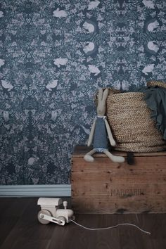 Fauna wallpaper by Garbo & Friends, Image by @aleweo. Read more in her blog! #photowallsweden #tapet #wallmural #behang #wallpaper #GarboandFriends #Fauna #pattern #kidsroom #barnrum