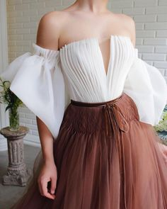 - Details - White and brown colors - Organza and tulle fabrics - A-line gown with puffy sleeves - Brown velvet belt - For special occasions Pretty Dresses, Beautiful Dresses, Elegant Dresses, Beautiful Things, Mode Editorials, Look Fashion, Womens Fashion, Feminine Fashion, 90s Fashion