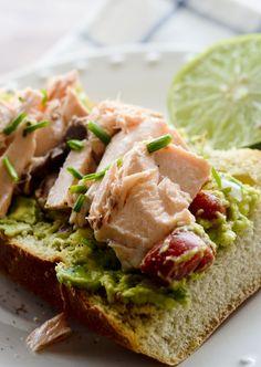 avocado salmon sandwich 006