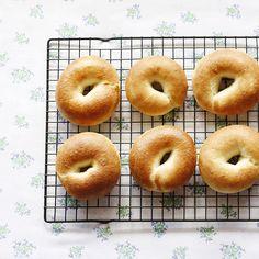 おはよう♡きのう焼いたベーグルをもりもり食べて行ってきます(◍´ಲ`◍)♡しあわせな1日をね!
