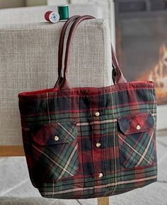 A Flannel Shirt Makes a Charming Tote - Quilting Digest - Shirt Tale Tote Pattern Best Picture For basic sewing projects For Your Taste You are looking for - Sewing Hacks, Sewing Tutorials, Sewing Crafts, Sewing Tips, Bags Sewing, Tote Bag Tutorials, Sewing Ideas, Sewing Patterns Free, Free Sewing