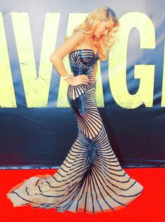 Hi guys! Just a picture from the premiere of my new movie Savages. This gown by Zuhair Murad from Spring 2012 Couture is one of my favorite ones I have ever wore. XO XO