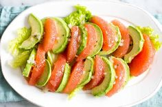 Two simple foods that pair perfectly together are grapefruit and avocado. Avocado loves the bright splash of acidic citrus, and grapefruit . Grapefruit Avocado Salad, Avocado Salad Recipes, Avocado Salat, Shrimp Avocado, Pink Grapefruit, Citrus Recipes, Diet Recipes, Cooking Recipes, Healthy Recipes