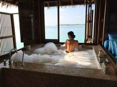 How to Choosing Your New Bathtub Jacuzzi, Places To Travel, Places To Go, Paradise Places, Dream Bath, Luxury Girl, Relaxation Techniques, Luxe Life, Relaxing Bath