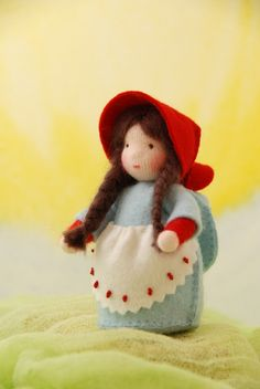 Dat lijkt wel, hè? Hetzelfde patroontje maar een heel ander popje. Het is een cadeautje voor een vriendinnetje van Anne.