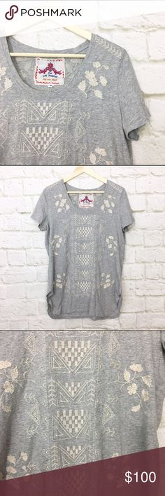 """Johnny was embroidered tee Gorgeous JWLA embroidered Heather grey tee. Split side hem, longer so you can wear with leggings or skinnies. Size Medium. Bust 40"""", length 28"""". Johnny Was Tops Tees - Short Sleeve"""
