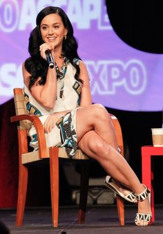 High Street Honey! Katy Perry in cellphone dress and sandals | Shoewawa.com