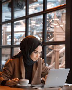 Likes, 415 Comments - Rabia Sena Sever (sena. Stylish Hijab, Casual Hijab Outfit, Hijab Chic, Hijab Dress, Modern Hijab Fashion, Muslim Women Fashion, Hijab Fashion Inspiration, Mode Inspiration, Fashion Tips