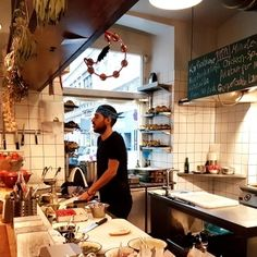 Die besten Lokale in den Museen in Wien Second Hand Shop, Minute Steaks, Lokal, Vienna, Table Settings, Sailing, York, Middle Eastern Food, Budget Travel