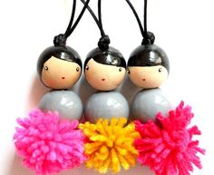 The FeatherS invade the house - the featherS - DIY wooden dolls - Crafts To Make, Crafts For Kids, Arts And Crafts, Clothespin Dolls, Kokeshi Dolls, Wooden Dolls, Fabric Jewelry, Diy Doll, Wooden Diy
