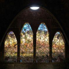 Palau Güell. Barcelona,Spain.1886-8. Antoni Gaudi Art Nouveau, Art Deco, Barcelona Architecture, Architecture Design, Barcelona Catalonia, Magnum Opus, Antoni Gaudi, Les Oeuvres, Stained Glass
